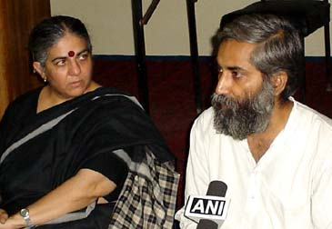Director of RFSTE, Dr. Vandana Shiva and NAPM Leader Magsaysay Awardee 2002, Dr. Sandeep Pandey